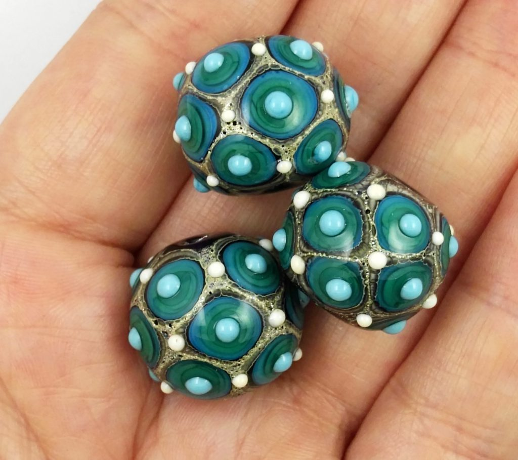 "Small lampwork ""Fenice"" beads trio in green"