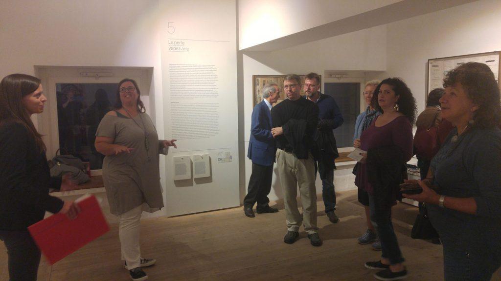 Alessia Fuga durante la sua presentazione al Museo del vetro di Murano per la The Venice glass week