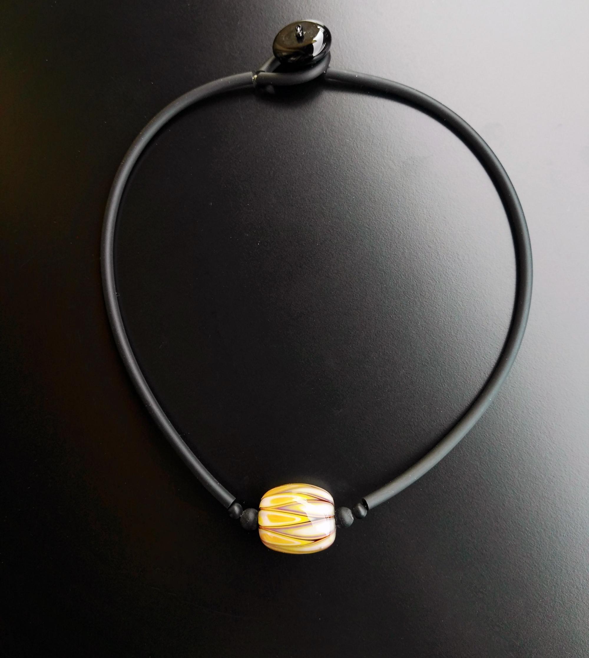 Spicchio glass bead